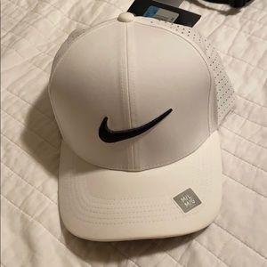 White nike golf hat
